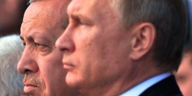 Russia Turchia, la guerra psicologica continua. Nave da guerra russa sul Bosforo. Stasera resa dei conti