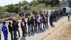Francia, migranti tentano di salire sui tir diretti verso la Gran