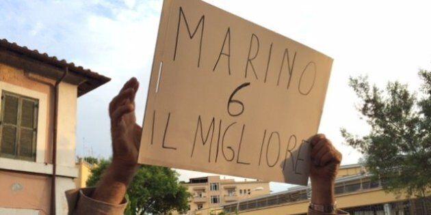 Ignazio Marino, da New York a Garbatella, cerca di rompere l'assedio. E su Improta e Renzi minimizza