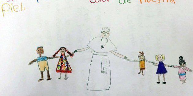 Sophie Cruz, Papa Francesco bacia la bambina messicana che gli chiede aiuto per i genitori immigrati...