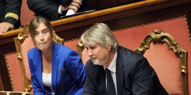 Jobs Act, Renzi tende la mano alla minoranza Pd sull'articolo 18, domani l'emendamento. Ma insorge Ncd: