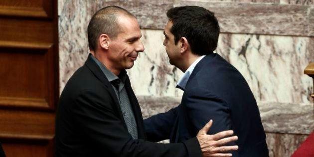 Grecia, Alexis Tsipras fa fare marcia indietro a Yanis Varoufakis sulla Troika. Per la Stampa prime crepe...