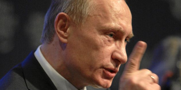 DAVOS-KLOSTERS/SWITZERLAND, 29JAN09 - Vladimir Putin, Prime Minister of the Russian Federation talks...