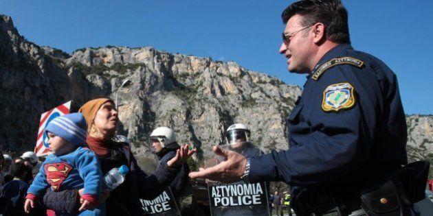 Atene respinge alla frontiera il ministro dell'Interno austriaco. Profughi scomparsi in Germania: