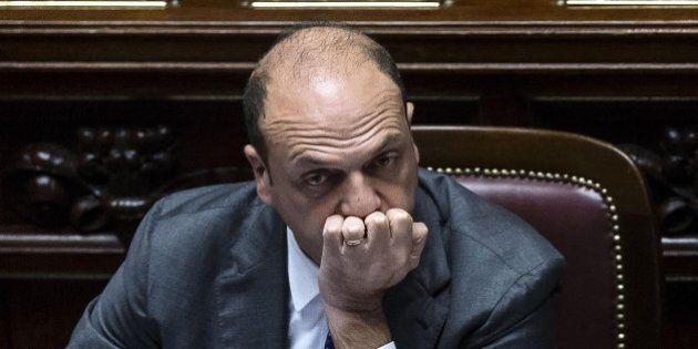 Movimento 5 Stelle presenta mozione di sfiducia contro il ministro Angelino Alfano indagato per abuso