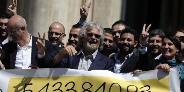 Reddito Beppe Grillo, il leader del Movimento 5 Stelle guadagna 147mila euro. Case in Francia e