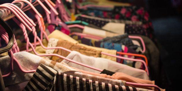 Ogni donna perde 26 minuti per vestirsi. Ma per stare bene la taglia non
