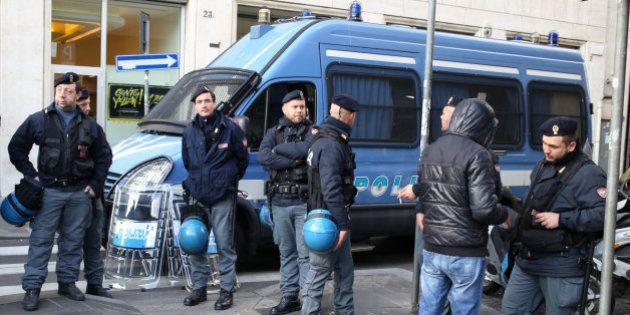 Poliziotto dirigente del Sap denunciato: mostrò in tv giubbotti e caschi