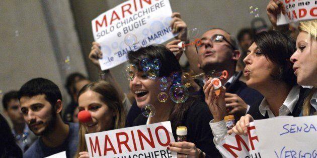 Ignazio Marino, supera indenne il martedì nero. Vede Guerini, accetta il rimpasto e per ora si