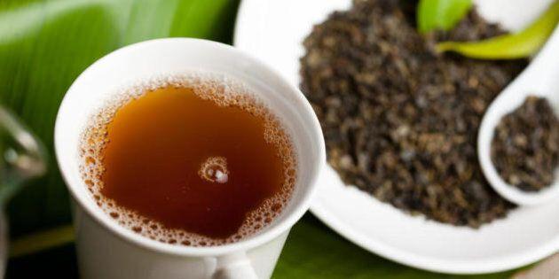 Beve tre tazze di the verde al giorno per due mesi per dimagrire e contrae l'epatite. I medici: