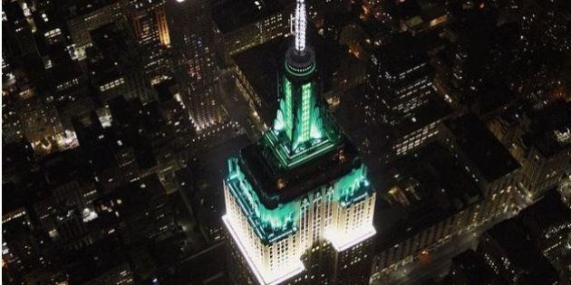 Huffington Post compie 10 anni e l'Empire State Building di New York city si colora di verde