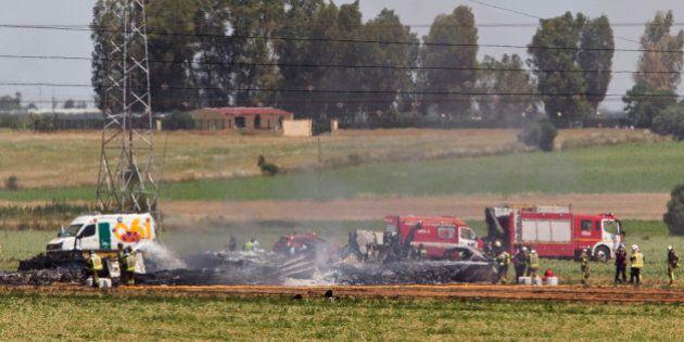 Spagna, aereo militare Airbus precipita vicino Siviglia. Almeno 3 morti. Sospesa campagna elettorale...