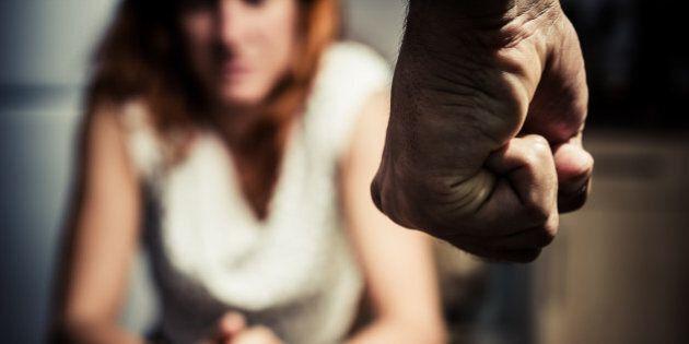 Picchiata per anni dal marito, ha taciuto le violenze fino alla morte. La storia di Antonietta, vittima...