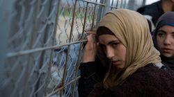 Centinaia di migranti sfondano la barriera tra Grecia e