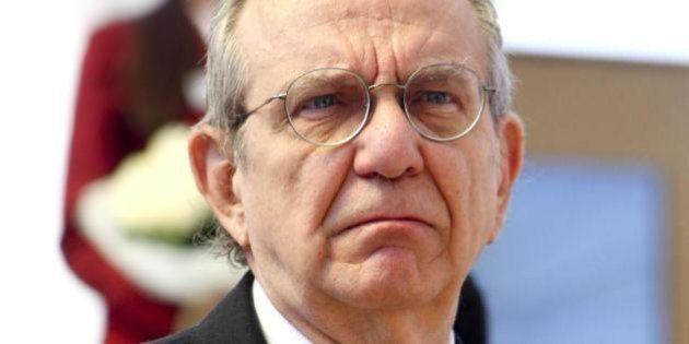 Pensioni, l'accelerazione di Padoan per tranquillizzare l'Europa. Decreto entro venerdì, ma Bruxelles...