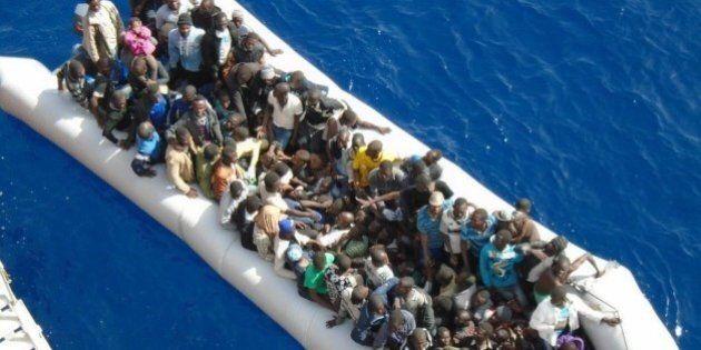 Migranti, le condizioni dell'Ue per la distribuzione dei profughi: squadre internazionali e 60 milioni...