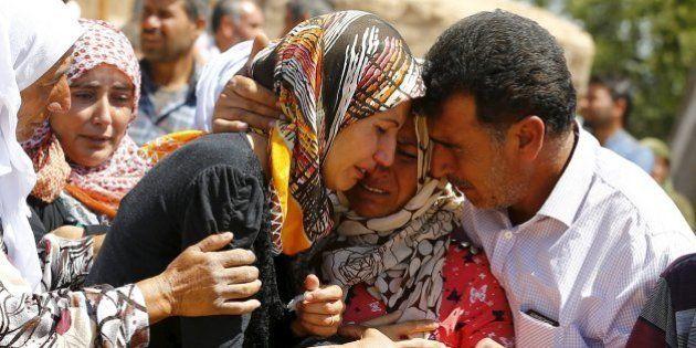 Kobane, la battaglia continua. Jihadisti Isis uccidono oltre 200 curdi, molti