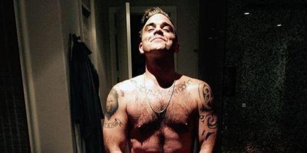 Robbie Williams nudo, Cindy Crawford in lingerie: dopo i quarant'anni le celebrità