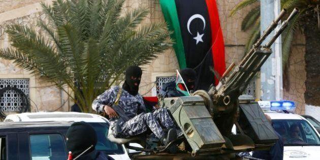 L'Italia e l'azzardo libico. Dimostrarsi pronti al comando sotto l'egida Onu, con la Russia come partner,...