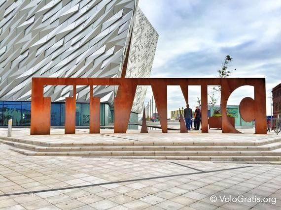 Belfast oggi, una città dinamica e moderna che cerca di dimenticare il