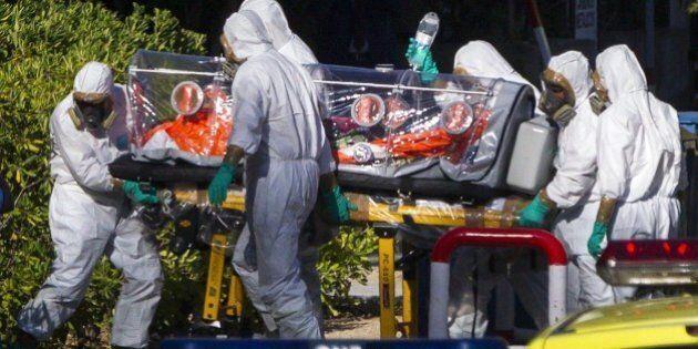 Ebola, per l'Oms superata la soglia dei mille morti. Per Medici senza frontiere ci vorranno almeno altri...