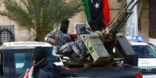 Isis contro l'Italia, i nostri connazionali nel mirino del Califfato. Intervento in Libia sempre più