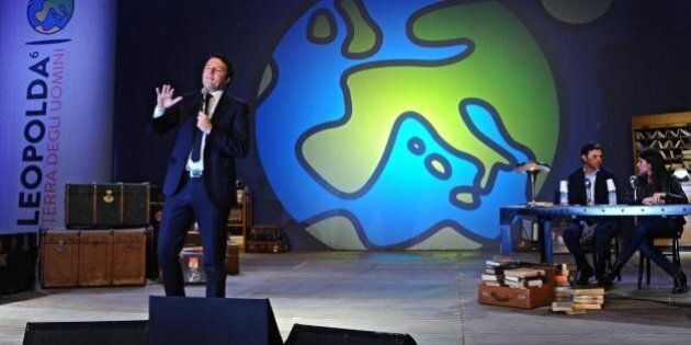Matteo Renzi apre la Leopolda senza affrontare le questioni calde. E Saviano è il convitato di