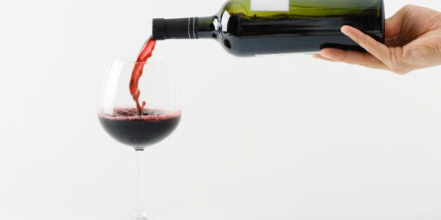 Bere una bottiglia di vino al giorno non fa male, essere astemi sì. Lo studio del 2014