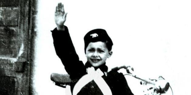 Bambino di 4 anni fa il saluto fascista. Le maestre: