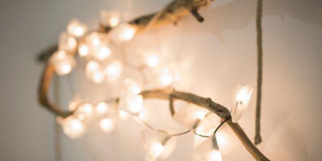 Decorare con le catene di luci per essere in festa tutto