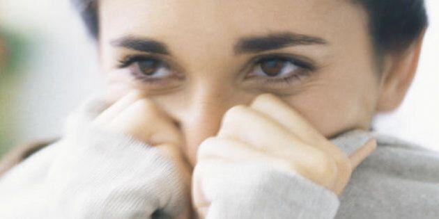 10 cose che solo coloro che amano una persona introversa