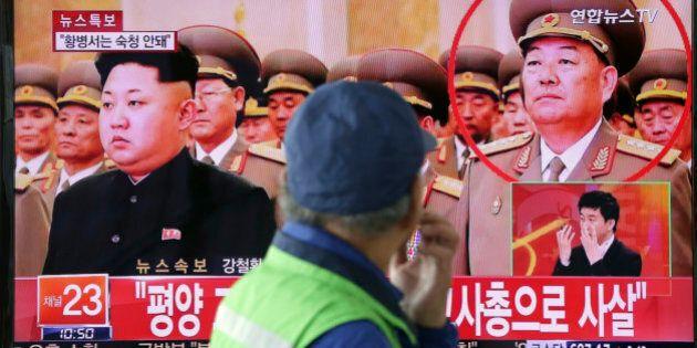 Corea del Nord, Kim Jong-un fa giustiziare il suo ministro della Difesa Hyon Yong-chol. Si era appisolato...