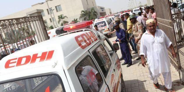 Pakistan, assalto dei talebani sull'autobus a Karachi: è strage di sciiti ismailiti.