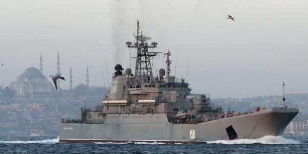 Russia Turchia, navi russe costringono cargo turco a cambiare rotta. Salta incontro Putin