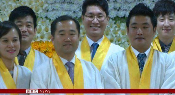 I dipendenti coreani vengono rinchiusi nelle bare dai propri datori di