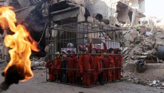 Bimbi siriani in gabbia come il pilota giordano