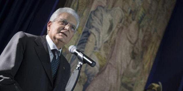 Sergio Mattarella non mette l'elmetto: il presidente apprezza la frenata di Matteo Renzi sulla