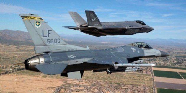 Vecchio F-16 degli anni '70 abbatte un F-35 in uno scontro simulato.