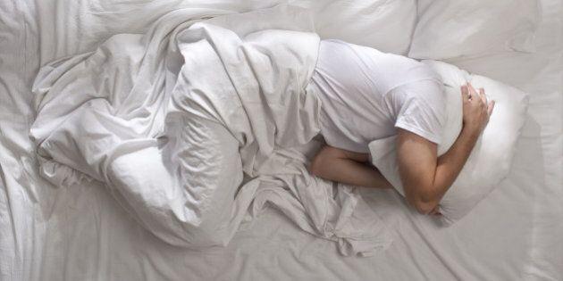 Troppo caldo per dormire? 11 trucchi per prendere sonno d'estate