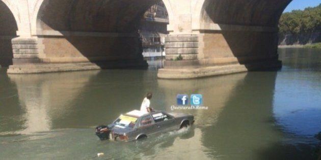 Trasforma auto in barca e naviga sul Tevere