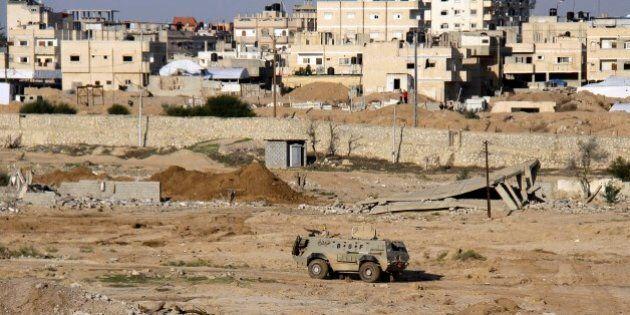 Egitto, miliziani jihadisti attaccano l'esercito nel Sinai. Grave il bilancio, ancora provvisorio: uccisi...