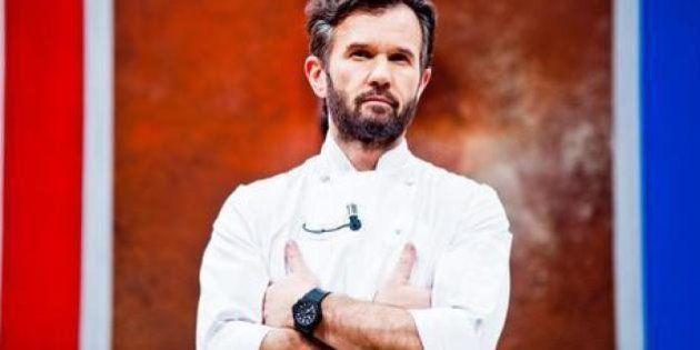 Carlo Cracco, blitz di un gruppo di vegani nel suo ristorante:
