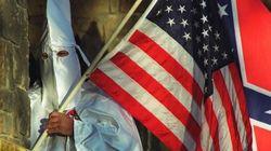 Il Ku Klux Klan raccoglie fondi per il poliziotto che ha ucciso il diciottenne di Ferguson: