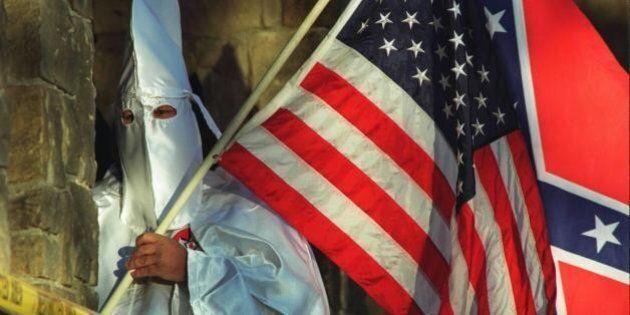 Ferguson, il Ku Klux Klan raccoglie fondi per il poliziotto che ha ucciso il 18enne: