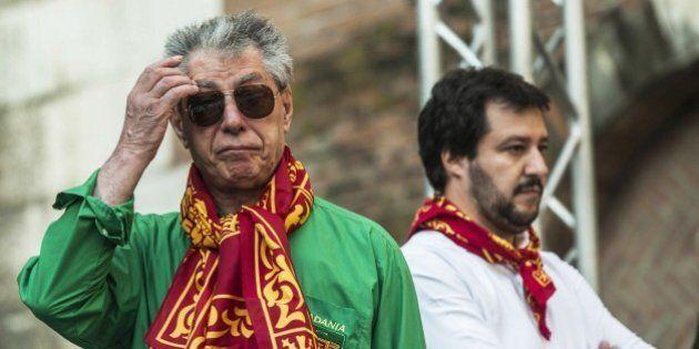 Umberto Bossi denuncia Matteo Salvini per il mancato vitalizio