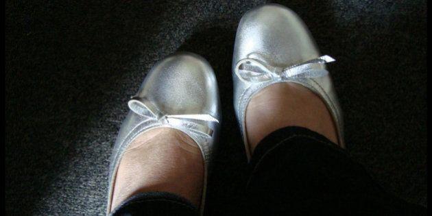 Le scarpe anti-stupro, il femminismo e la guerra tra i