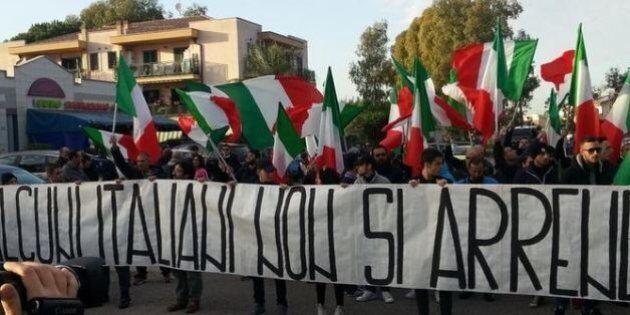Infernetto, la manifestazione di Casapound, Forza Nuova e Mario Borghezio contro i rifugiati