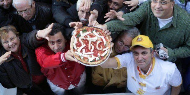 Pizza patrimonio dell'umanità Unesco, l'Italia presenta la candidatura. Ministro Martina: