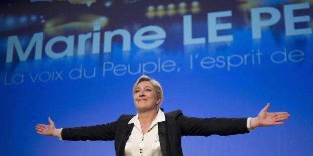 Marine Le Pen e l'abbraccio di Vladimir Putin: da Mosca finanziamento di 9 milioni di euro al Front