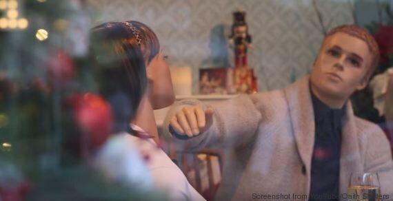 VIDEO. La violenza domestica non va mai in vacanza, neanche a Natale. E questo video lo